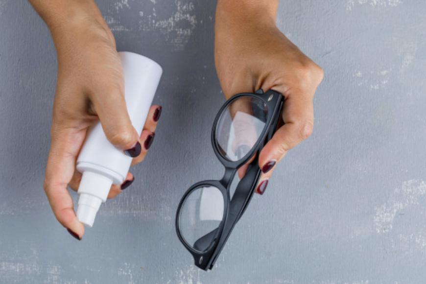 cairan pembersih kacamata