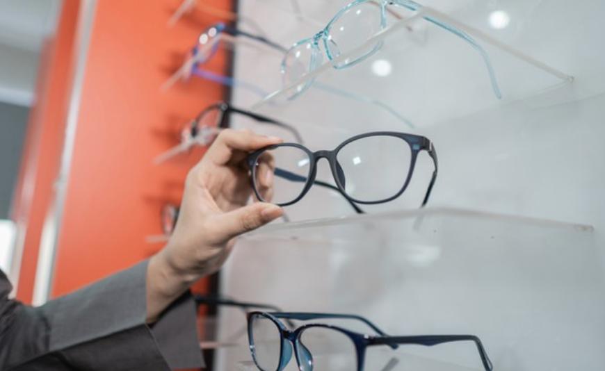 merk kacamata