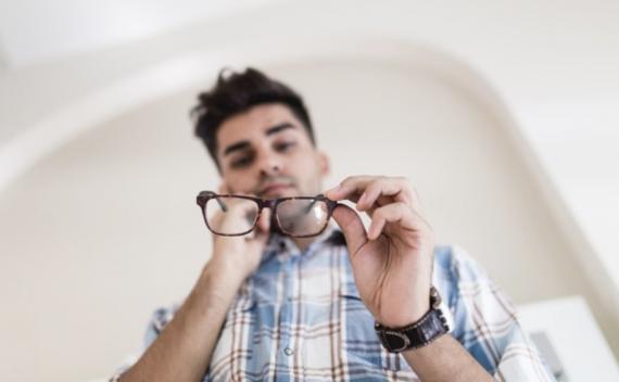 kacamata patah